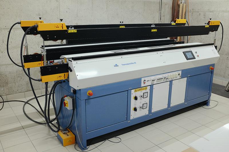 Machine de pliage des matières plastiques