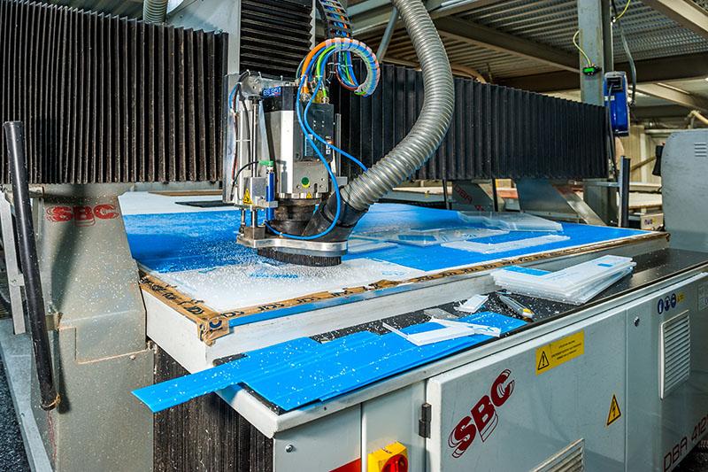 Découpage des panneaux de matières plastiques sur SBC 4000 x 2000