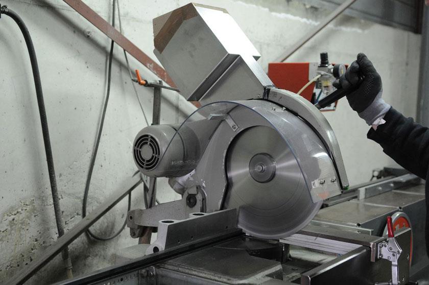 Machine de coupe ELUMATEC pour profil alu et plastique