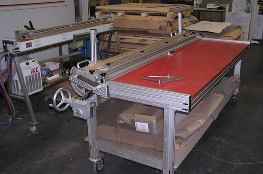 Table de chauffe et  pliage pour matières plastiques